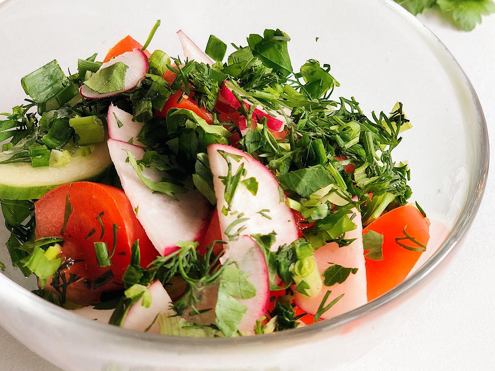 Салат овощной заправленный подсолнечным маслом
