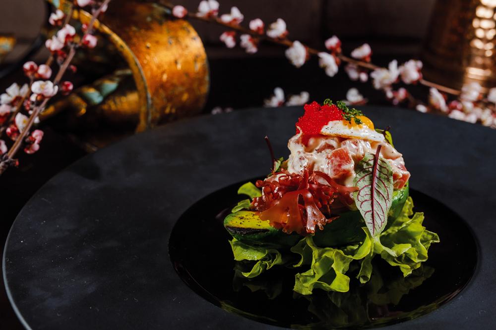 Тар-тар с авокадо и лососем