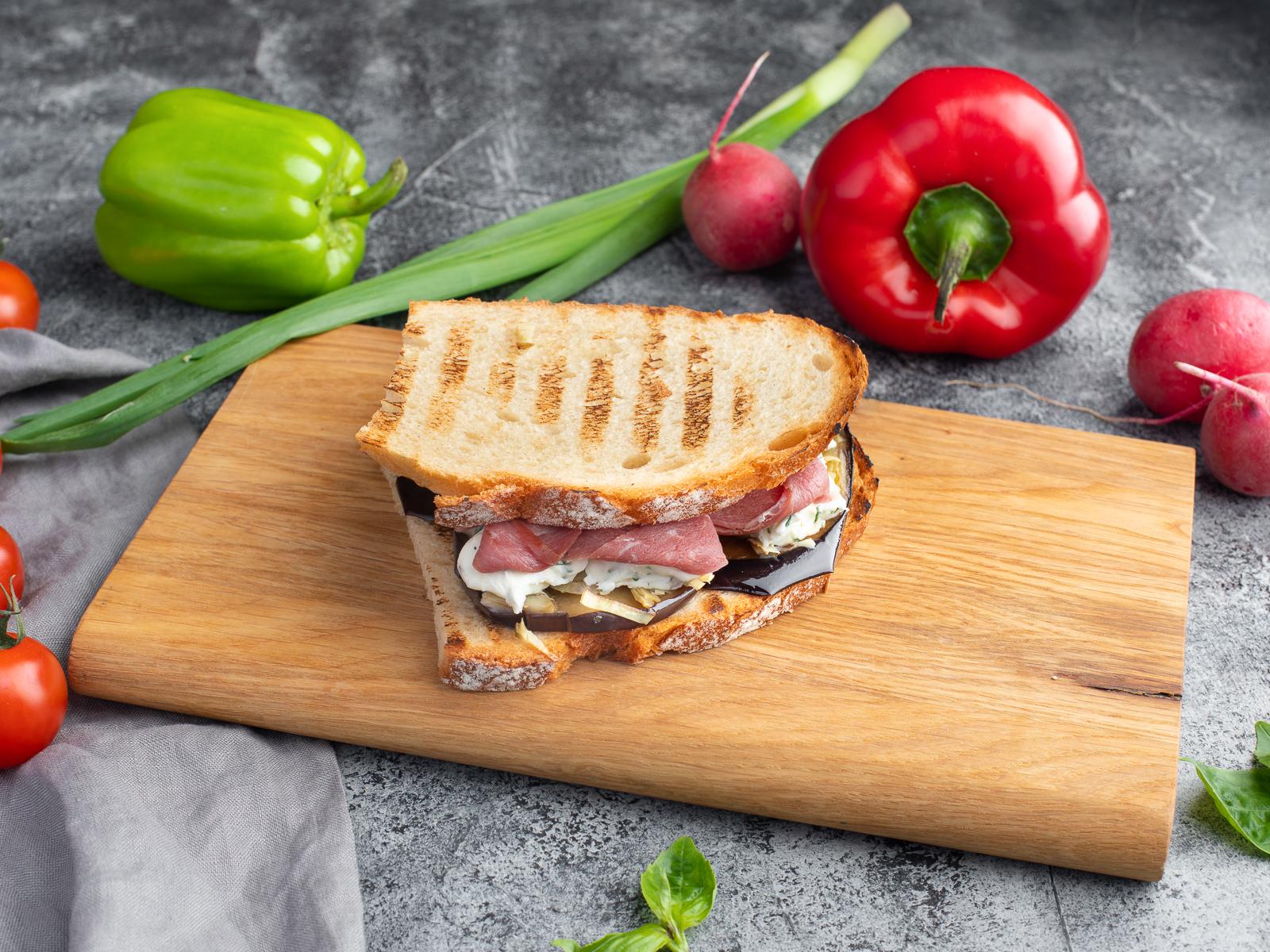 Сэндвич Амарантовый с вяленой уткой