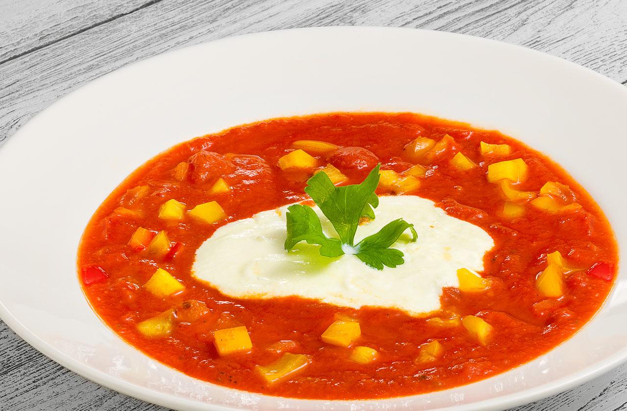 Томатный суп с муссом из пармезана