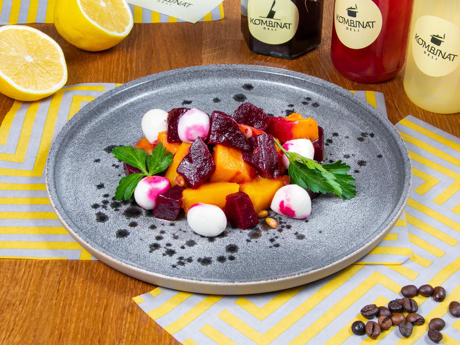 Салат из тыквы и запеченной свеклы