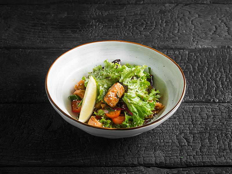 Салат Теплый с лососем и глазированными овощами