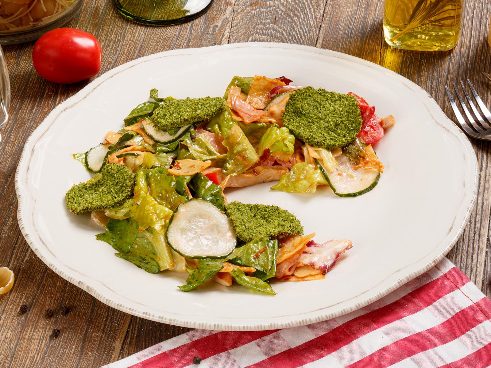 Мясной салат с блинами Креспелле