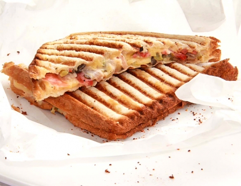 Сэндвич с копченостями
