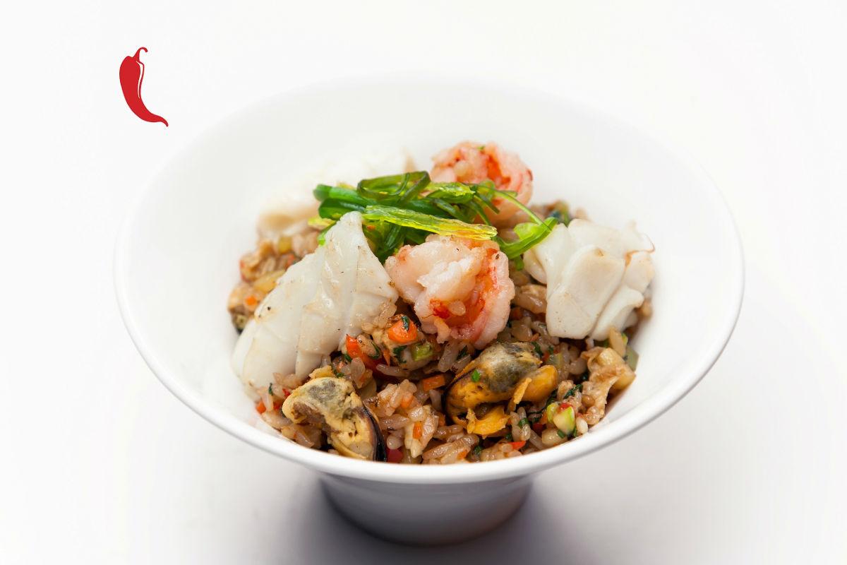 Тайский рис с морепродуктами в устричном соусе