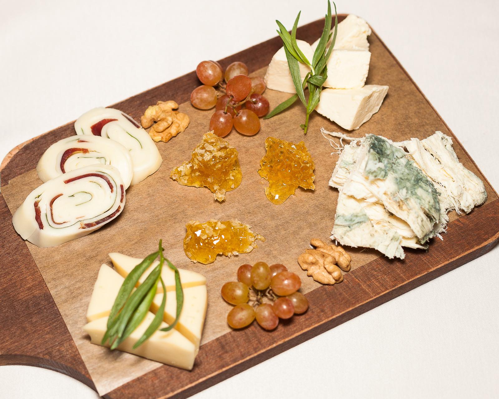Ассорти выдержанных сыров