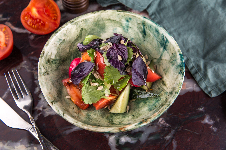 Кубанский салат с семечками и кукурузным маслом