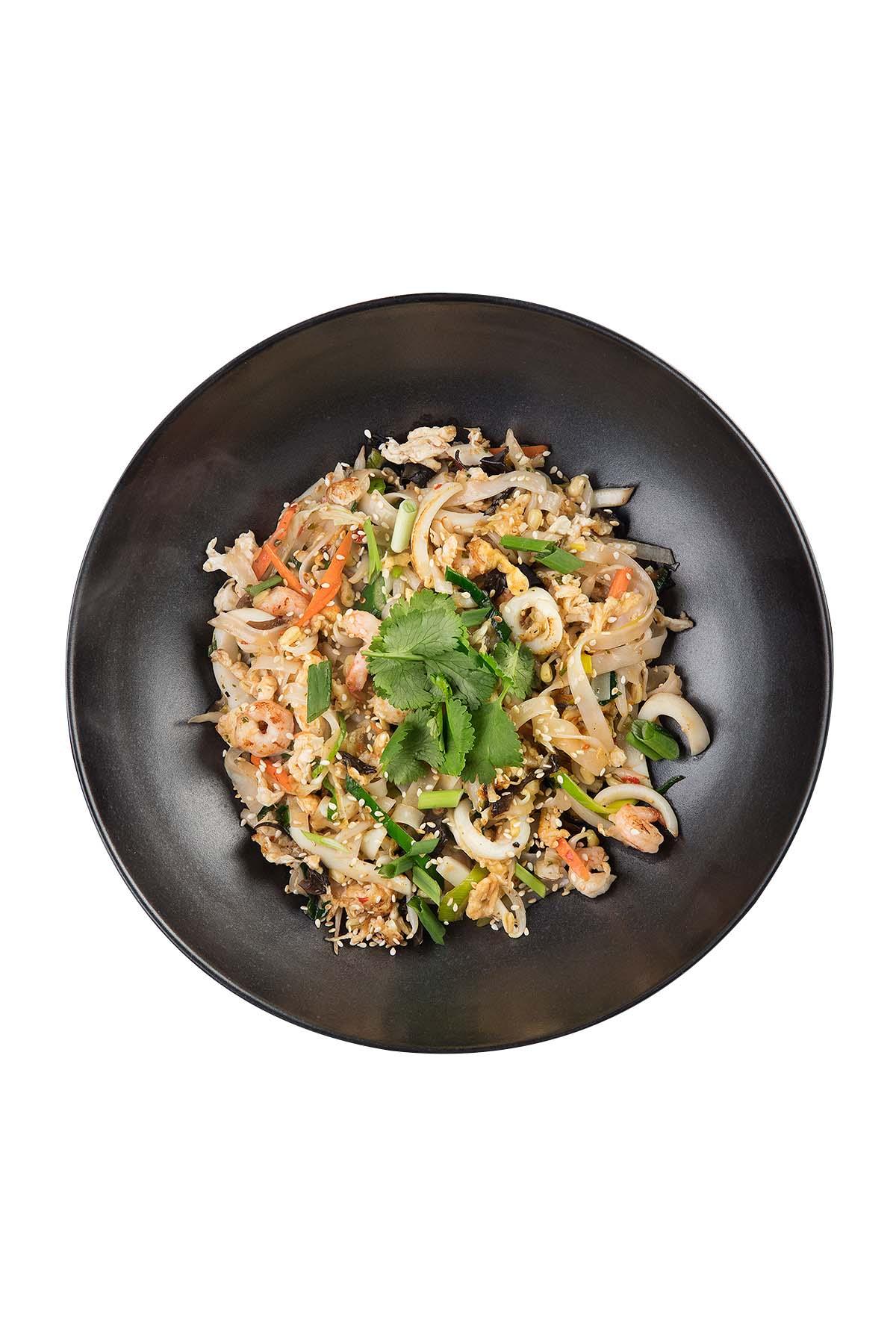Рисовая лапша с морепродуктами в кисло-сладком соусе