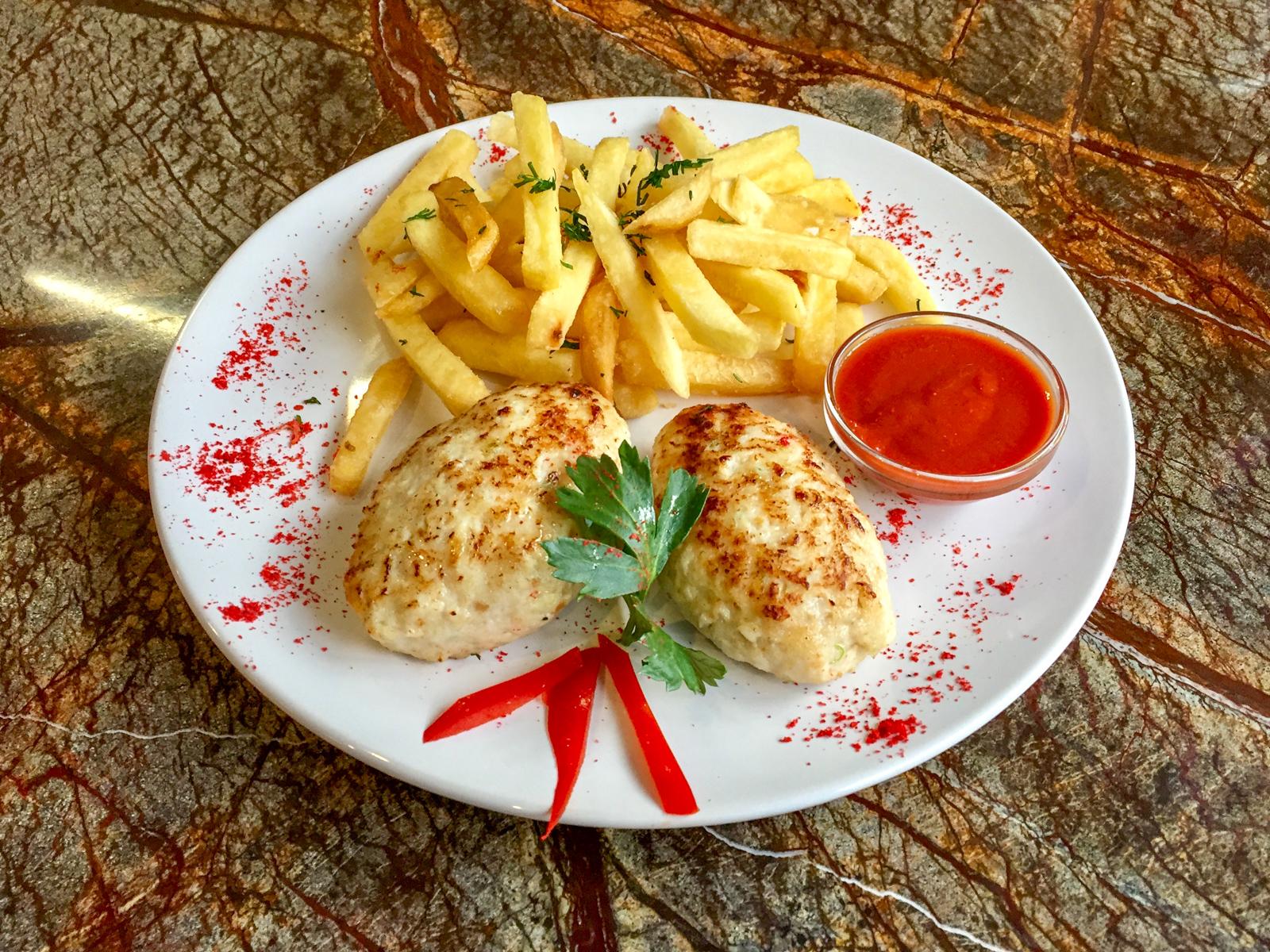 Котлеты куриные с картофелем фри