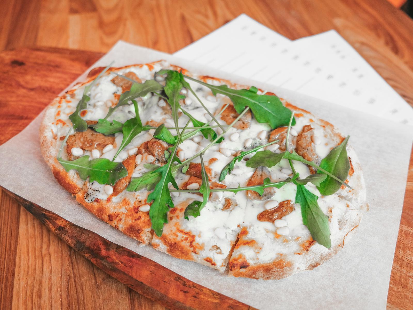 Пицца Горгонзола и Белый гриб