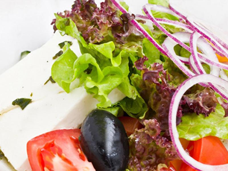 Салат Греческий под заправкой из оливкового масла и прованских трав