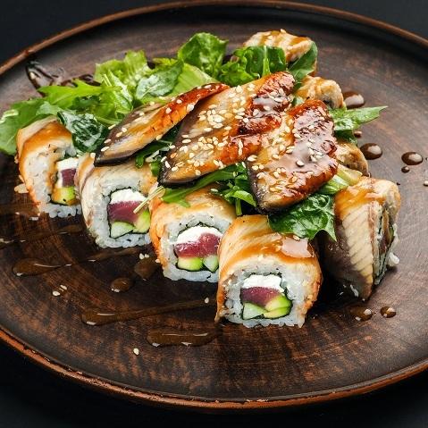 Ролл-салат с сашими из угря
