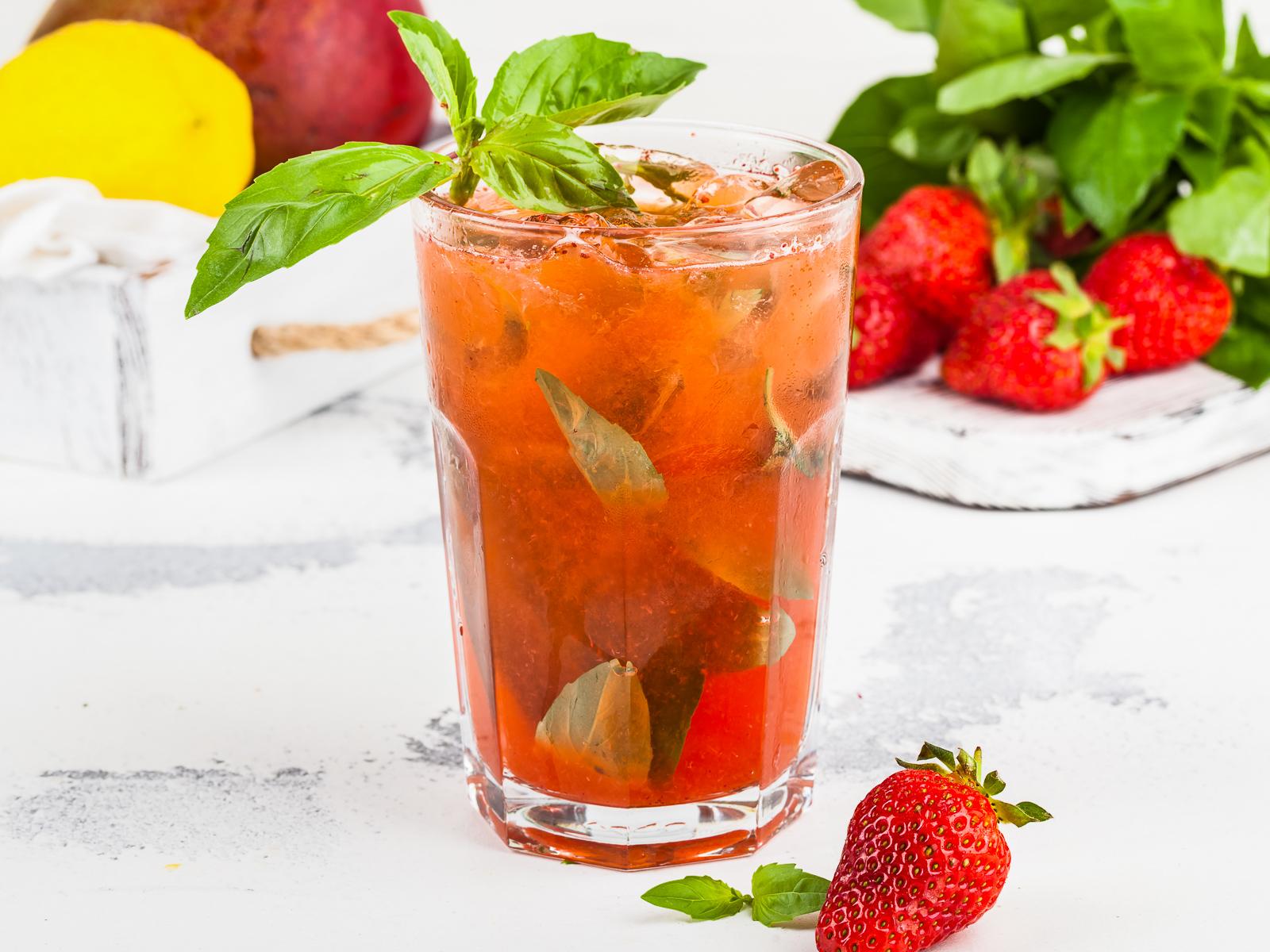 Фирменный лимонад клубника-базилик