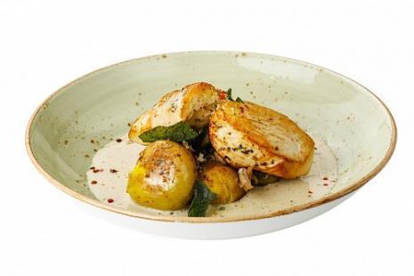 Филе индейки с соусом из белых грибов, трюфельным маслом и мини картофелем