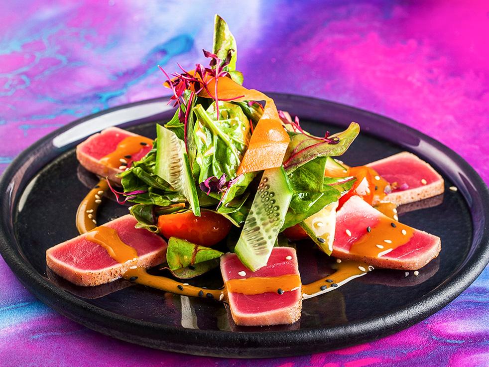 Салат с тунцом и соусом Понзу