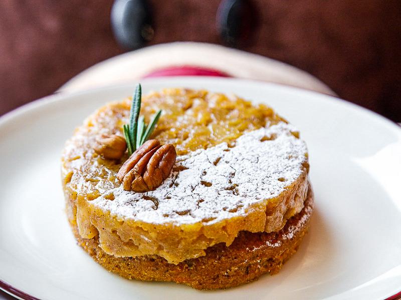 Морковно-ореховый пай с яблоком