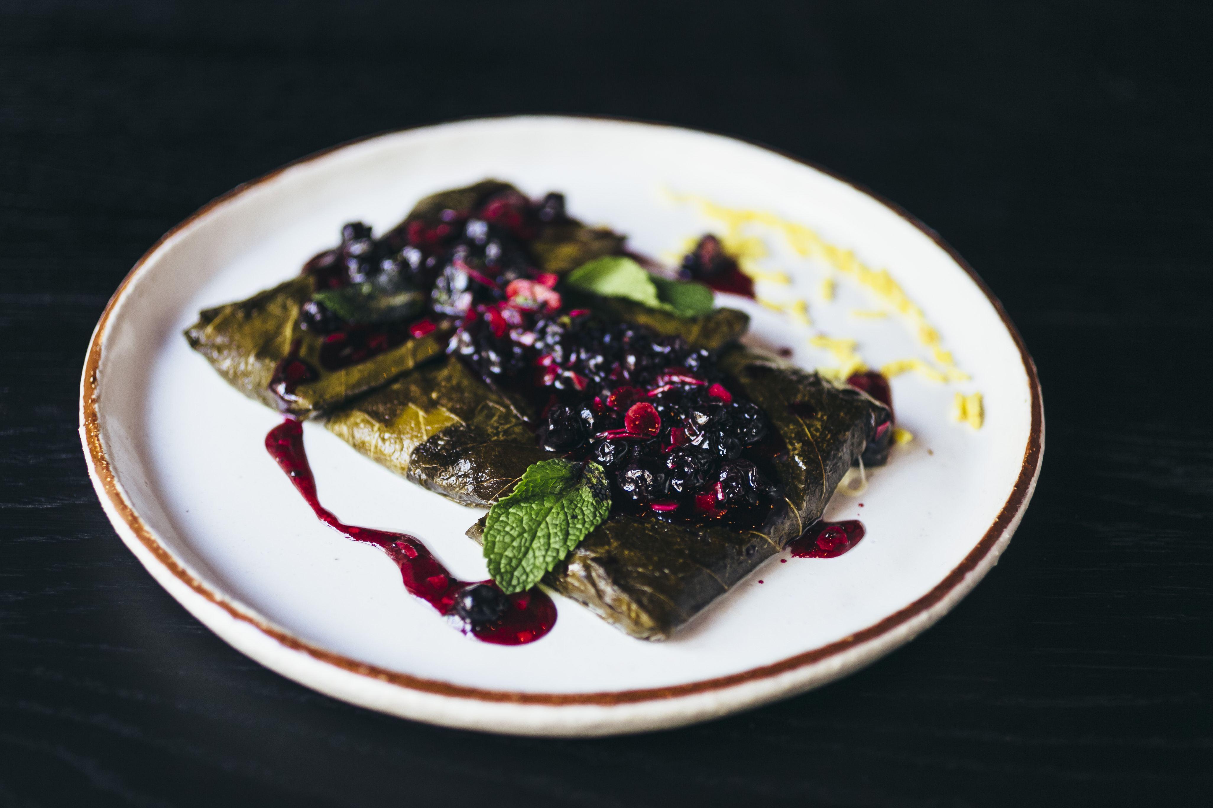 Сулугуни в виноградном листе с черной смородиной