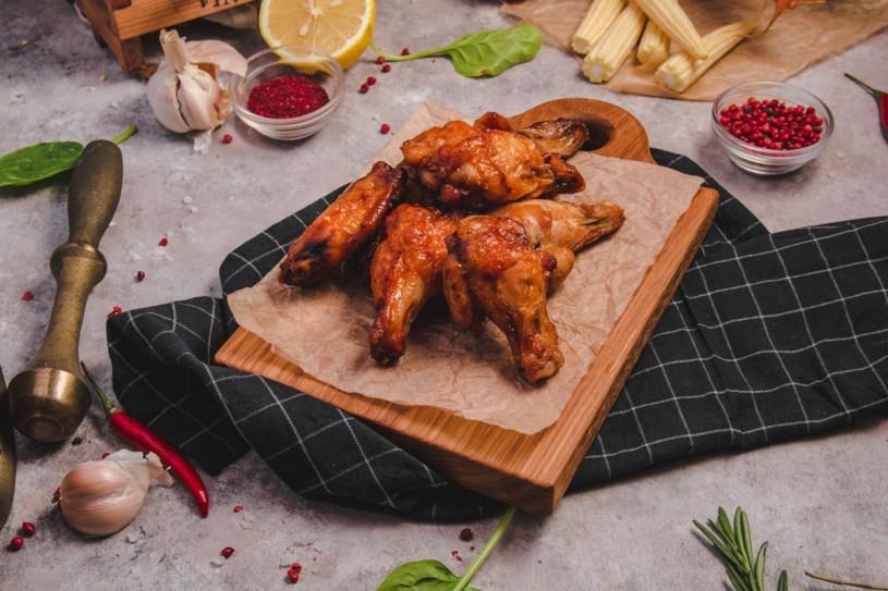 Запеченные куриные крылышки в остро-сладком соусе