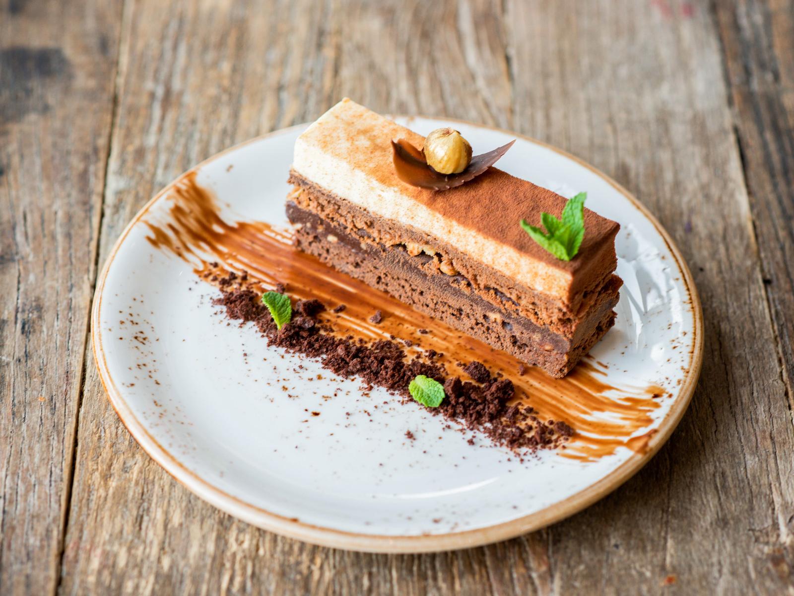 Десерт Брауни с фундуком