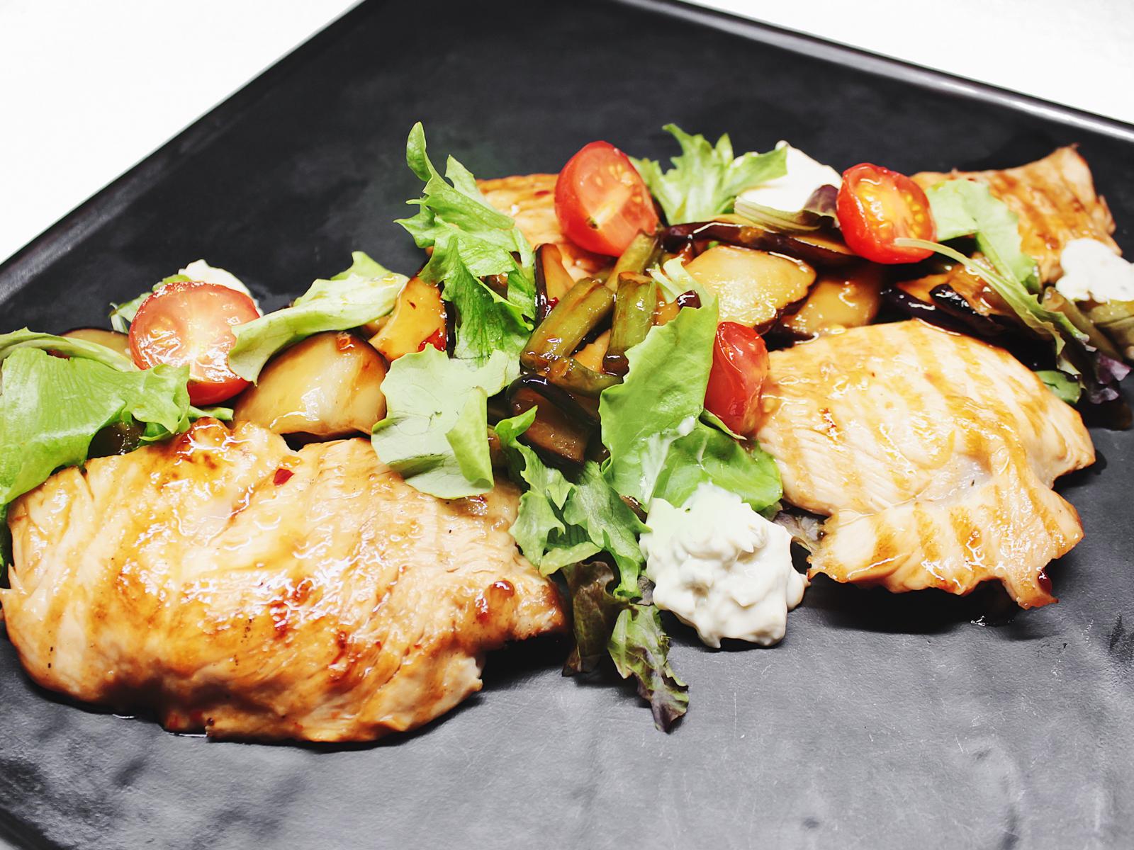 Салат с индейкой, баклажаном и стручковой фасолью