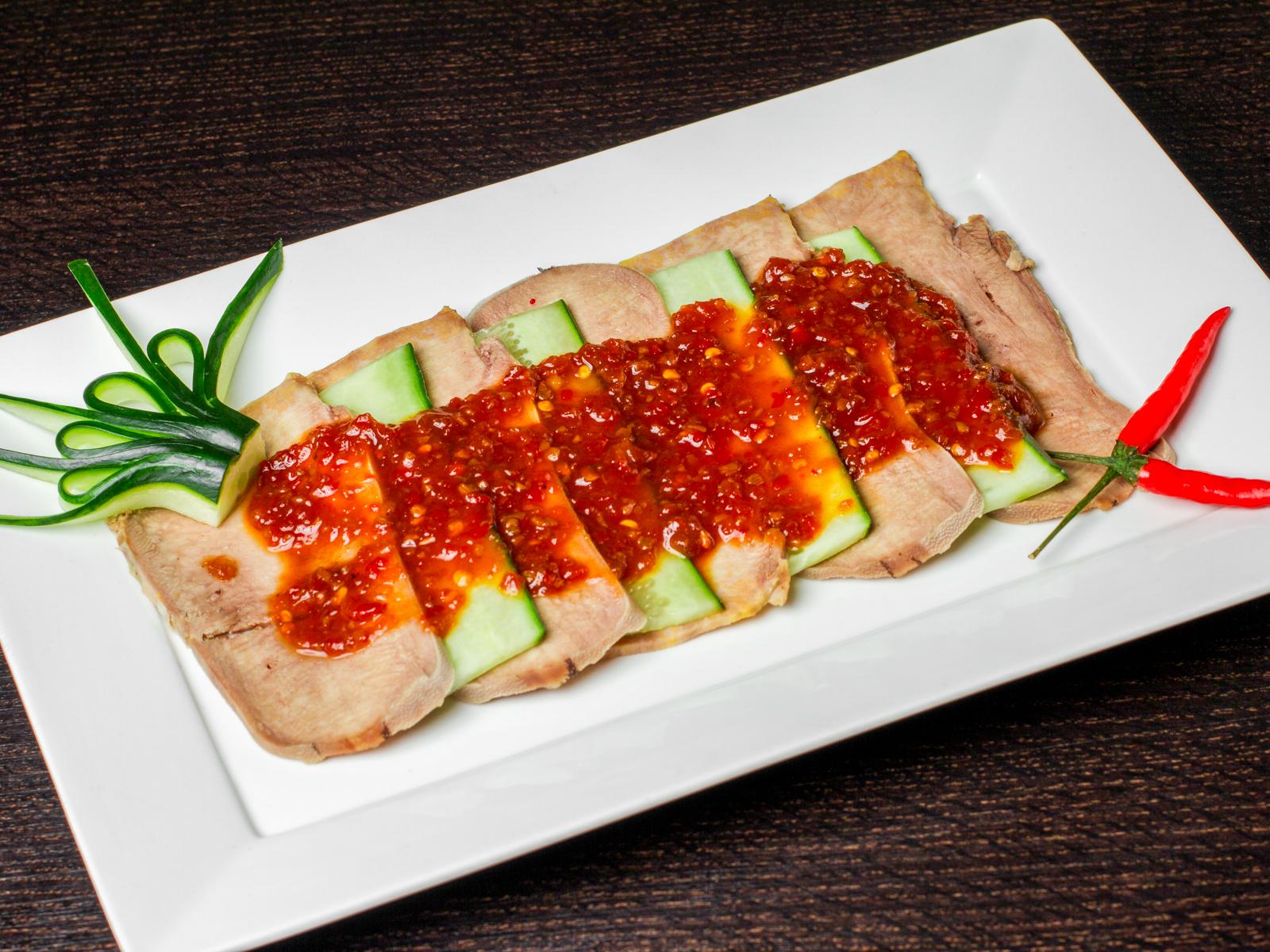 Салат из языка говядины с сычуаньским соусом