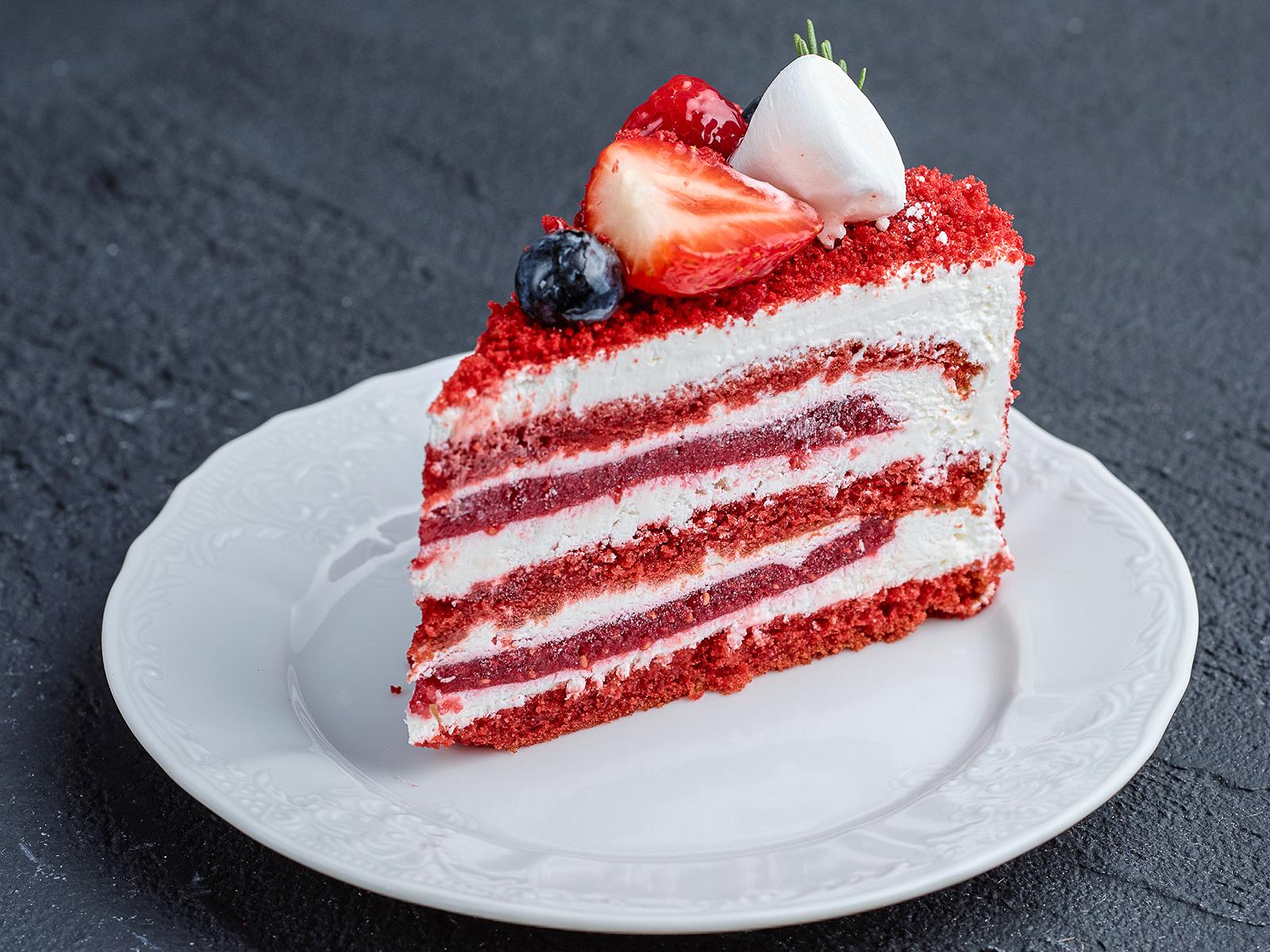 Кусок торта Красный бархат