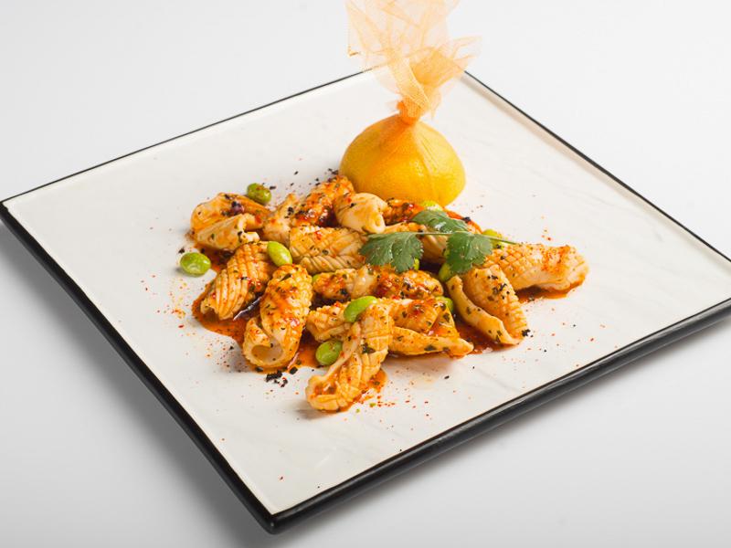 Кальмары на гриле с острым соевым соусом