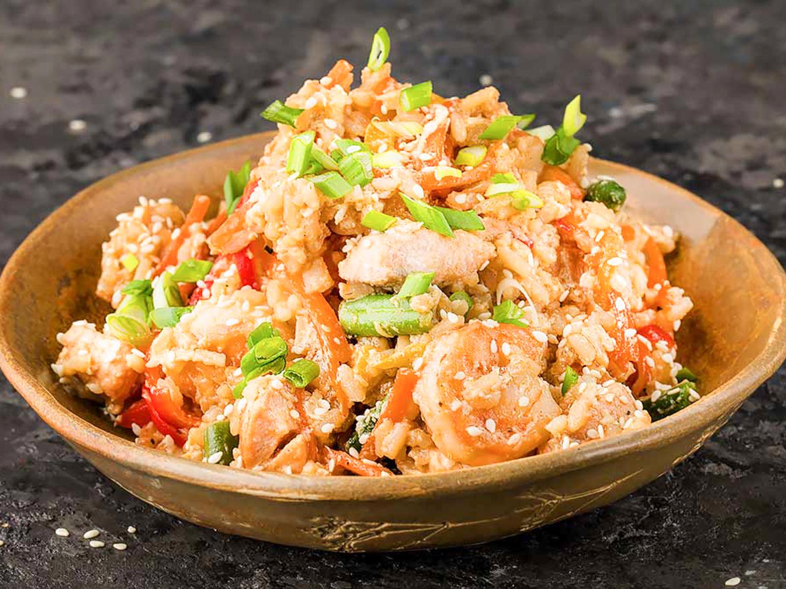 Рис с морепродуктами и яйцом