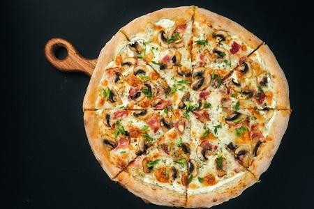 Пицца деревенская (пышное тесто)
