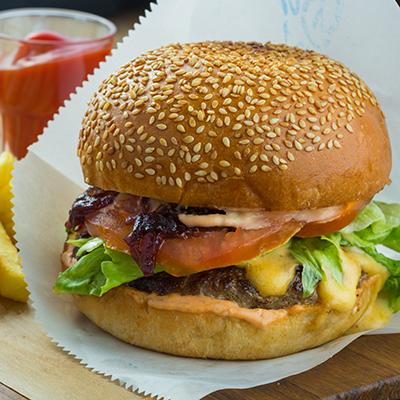 Бургер с фирменным соусом