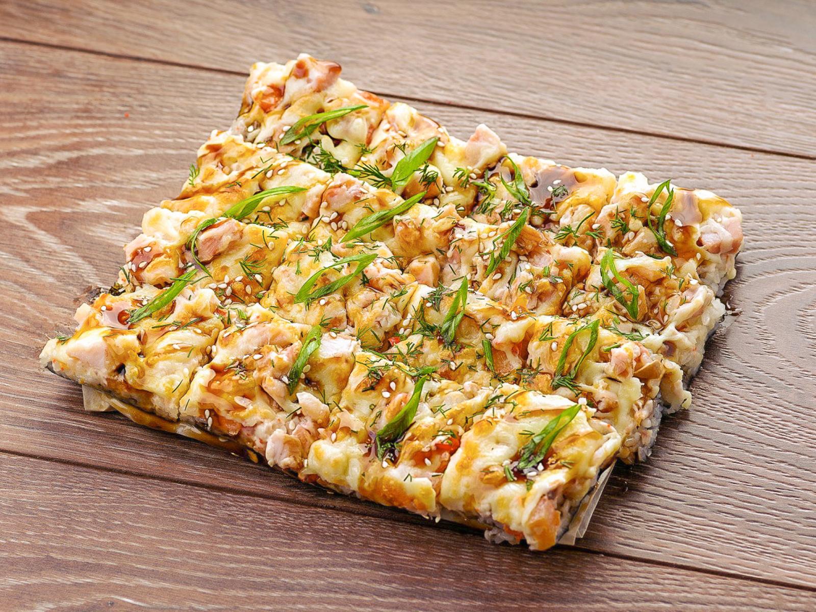 Японская пицца с лососем