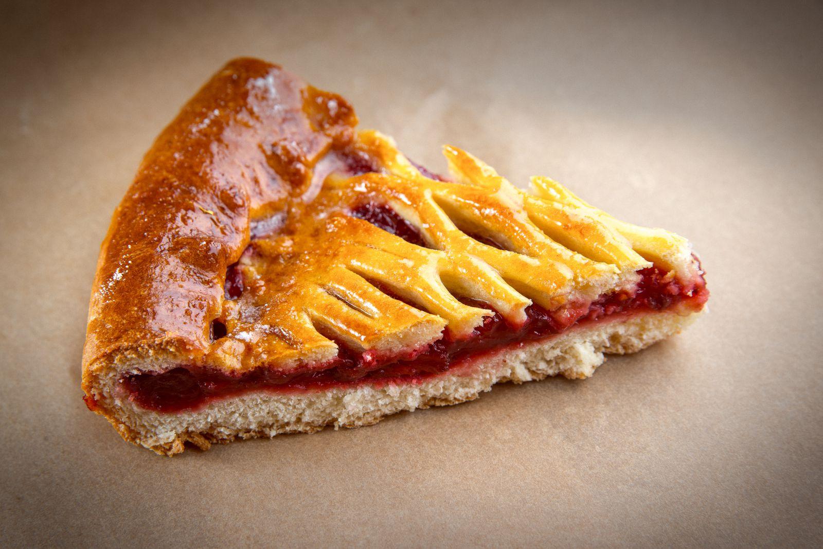 Пирог тирольский с вишней