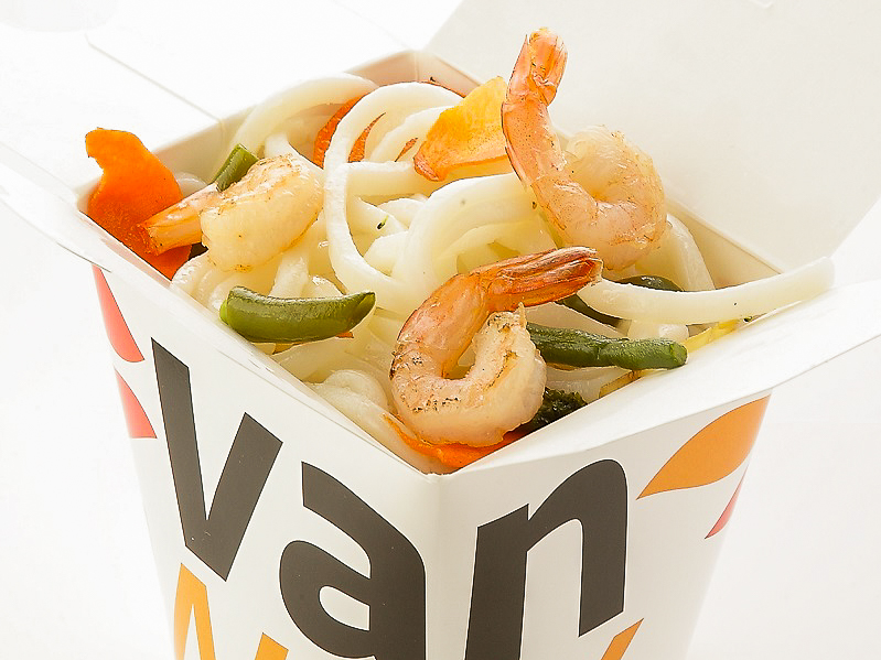 Вок японский удон с креветками и кальмарами в соусе