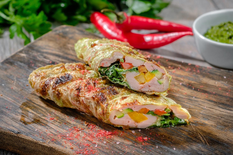 Шаурма из курицы от шефа с овощами в капустном листе