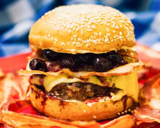 Бургер Вишневая бомба