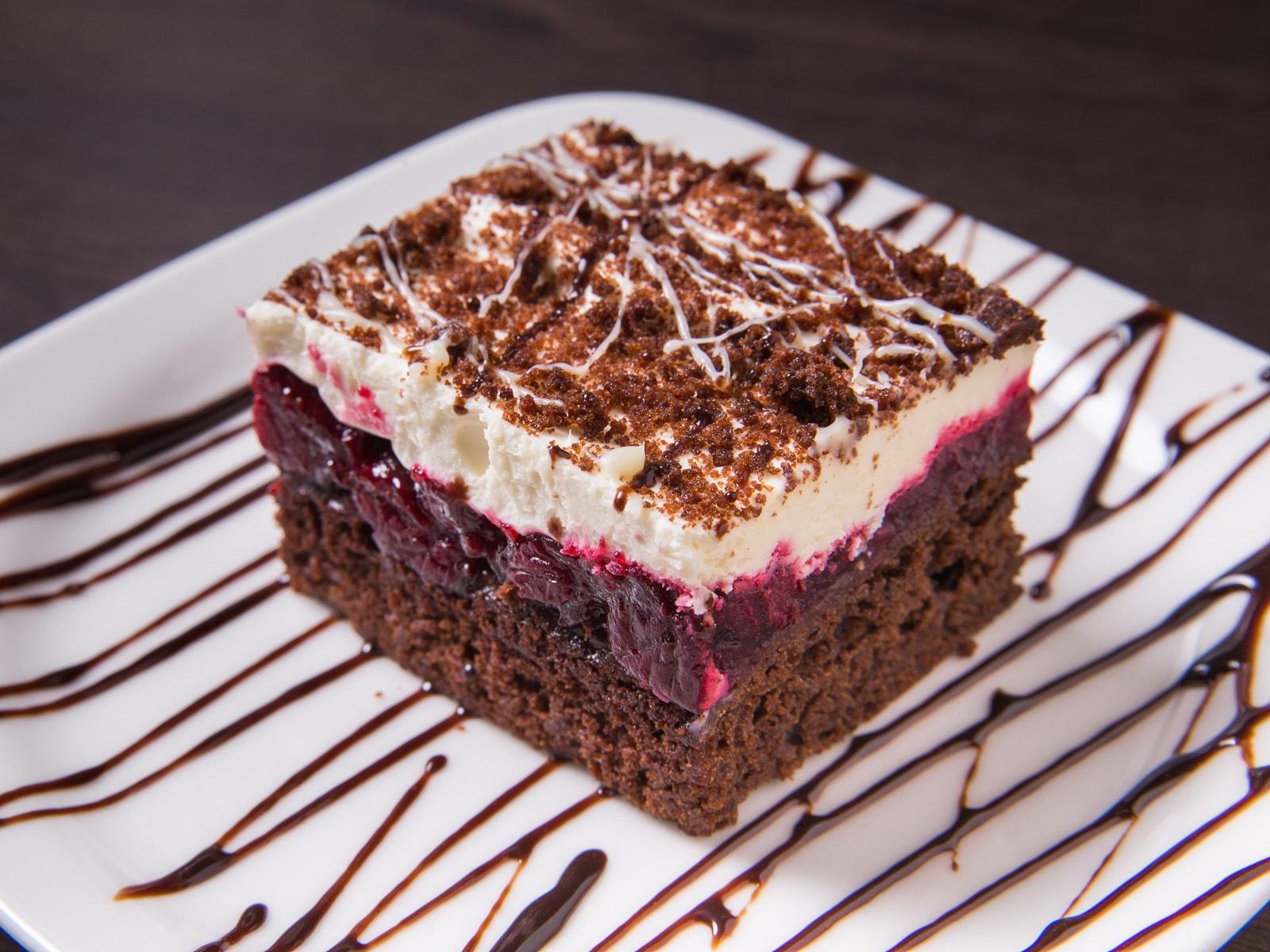 Торт Шоколадно-ягодный с вишней