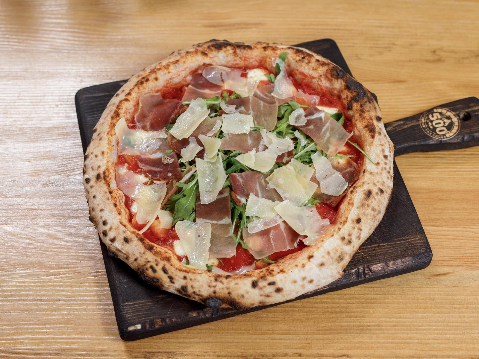 Пицца Парма, руккола, пармезан