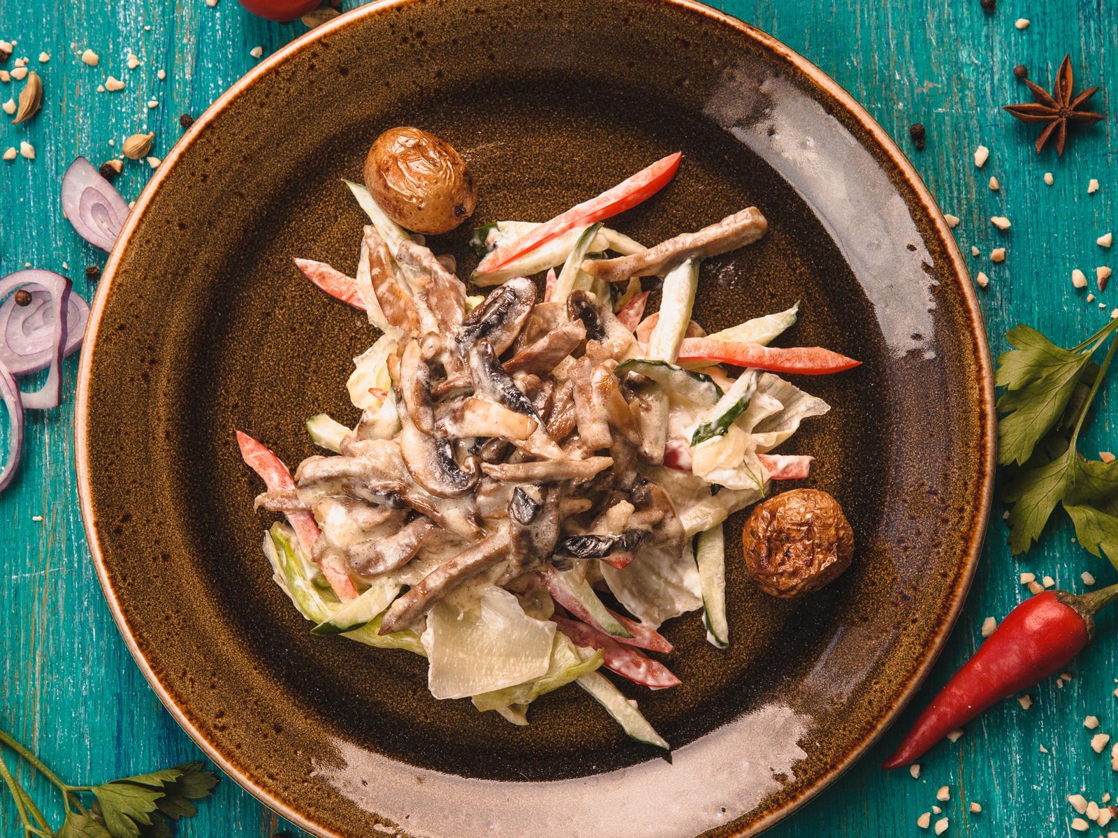 Салат с языком и беби картофелем