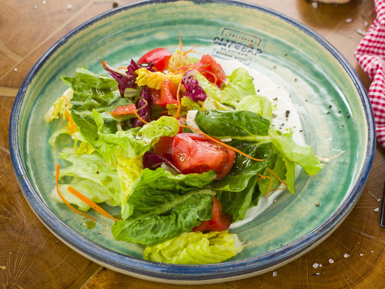 Салат с фенхелем и розовыми томатами