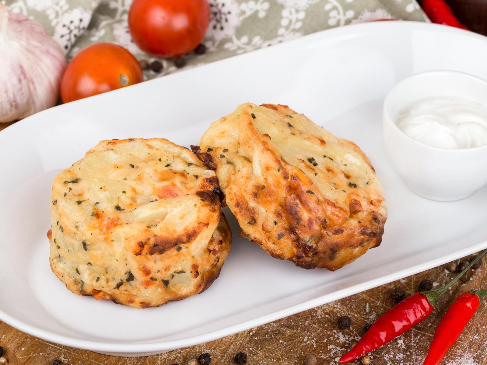 Картофельная запеканка с сыром и томатами