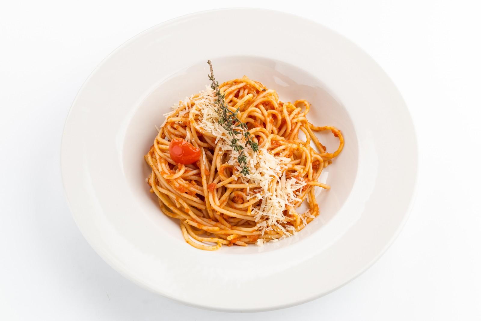 Спагетти в томатном соусе