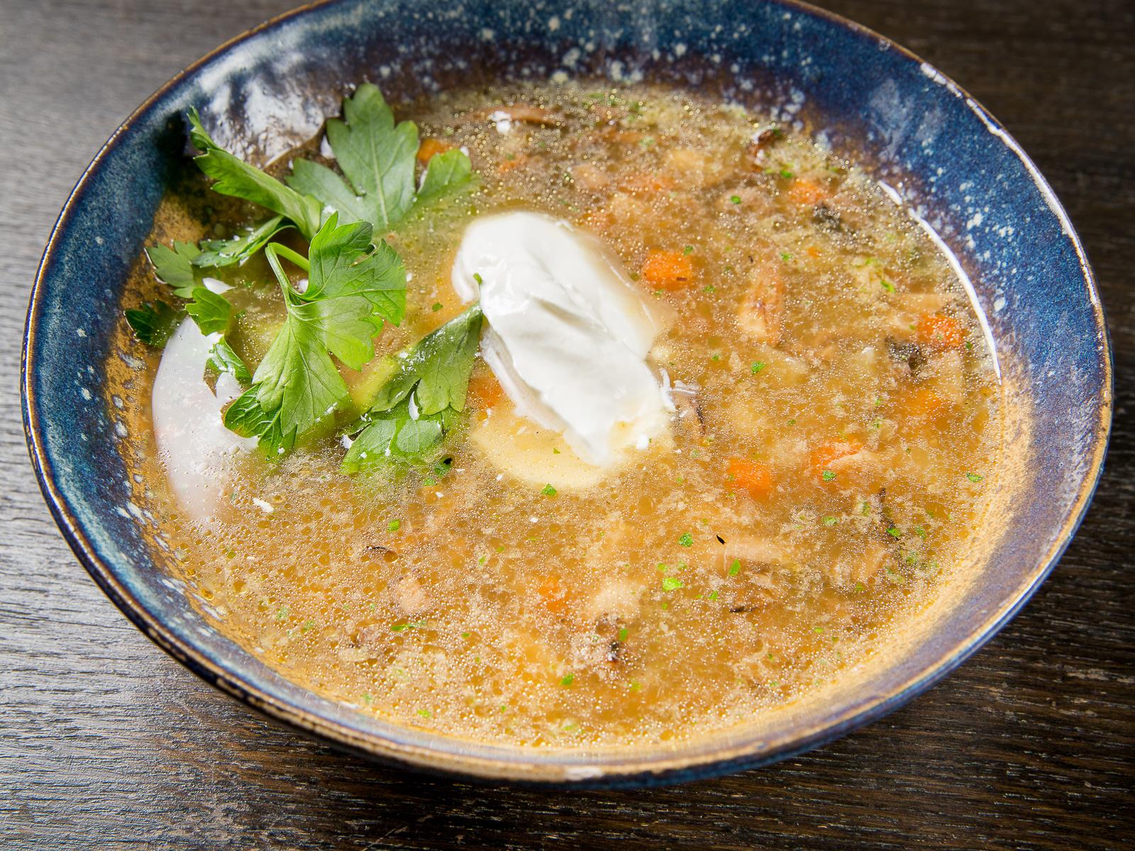 Суп из лесных грибов с перловкой