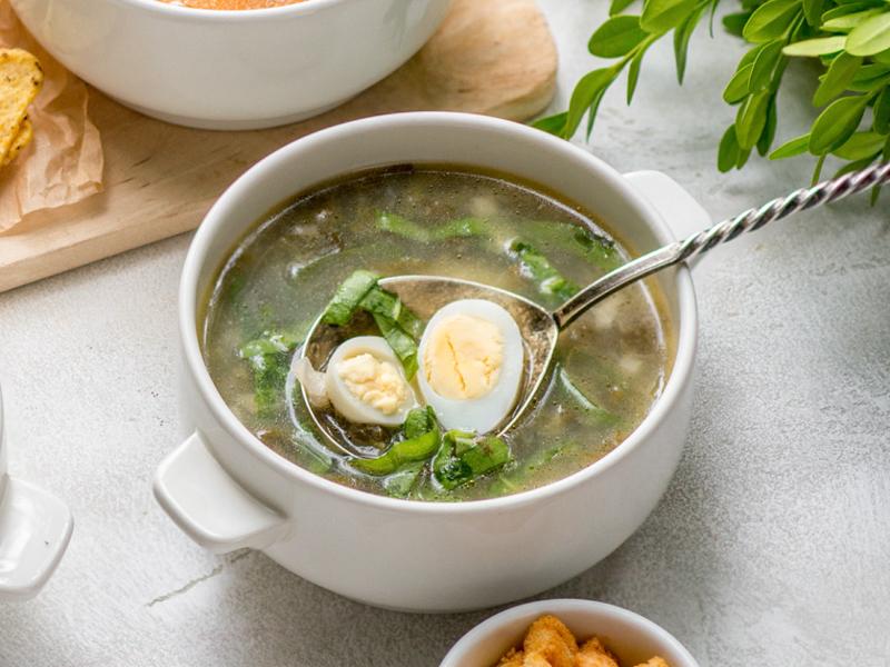 Щавелевый суп на курином бульоне