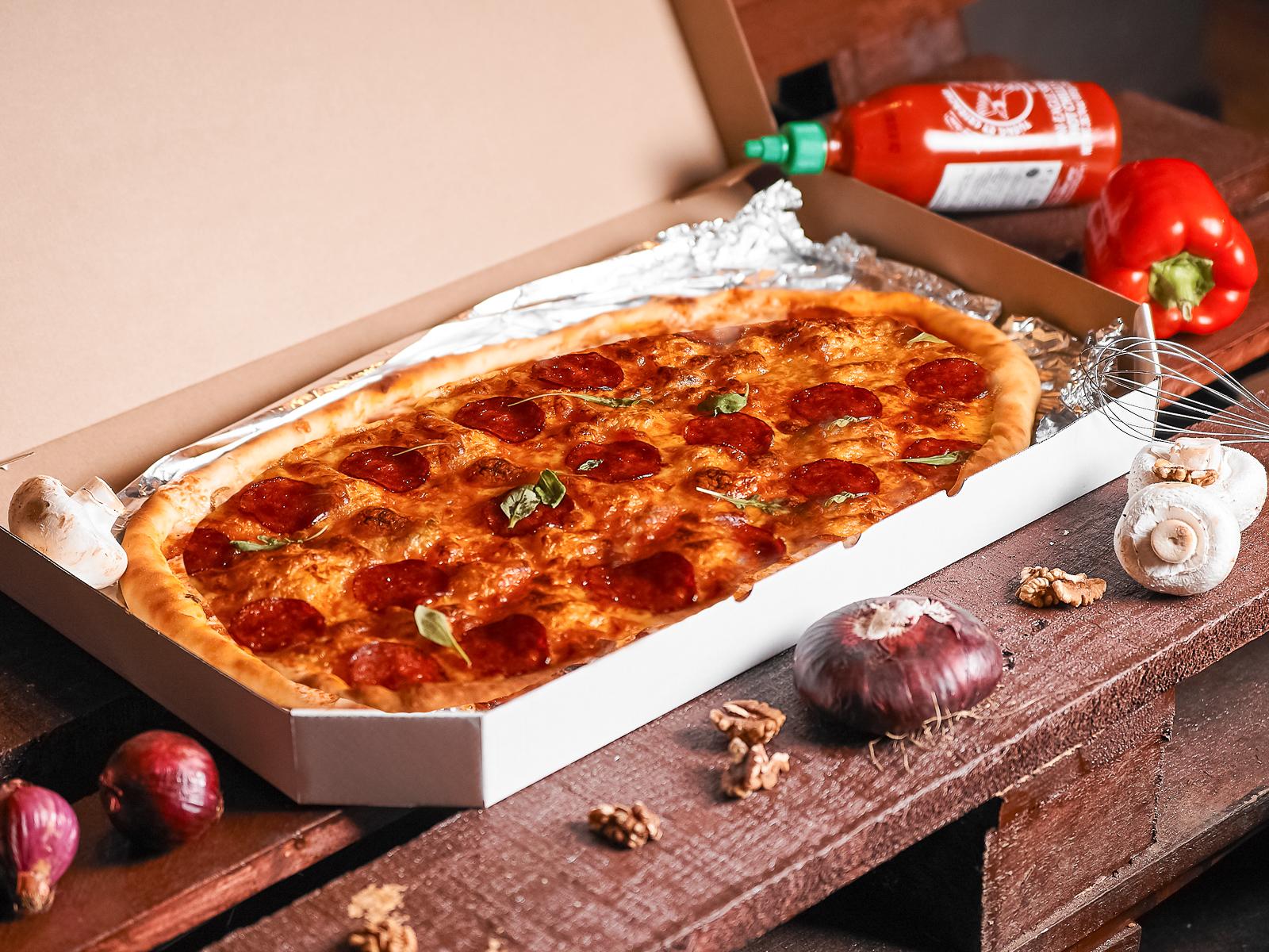 Пицца Пепперони полуметровая
