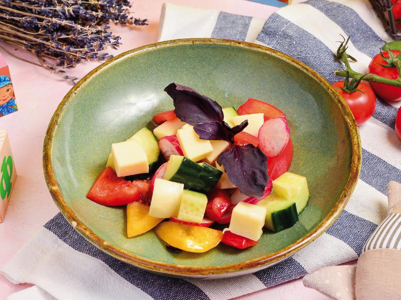 Овощной салатик с моцареллой