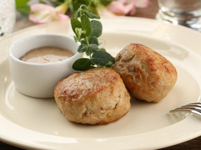 Домашние мясные котлеты с грибным соусом