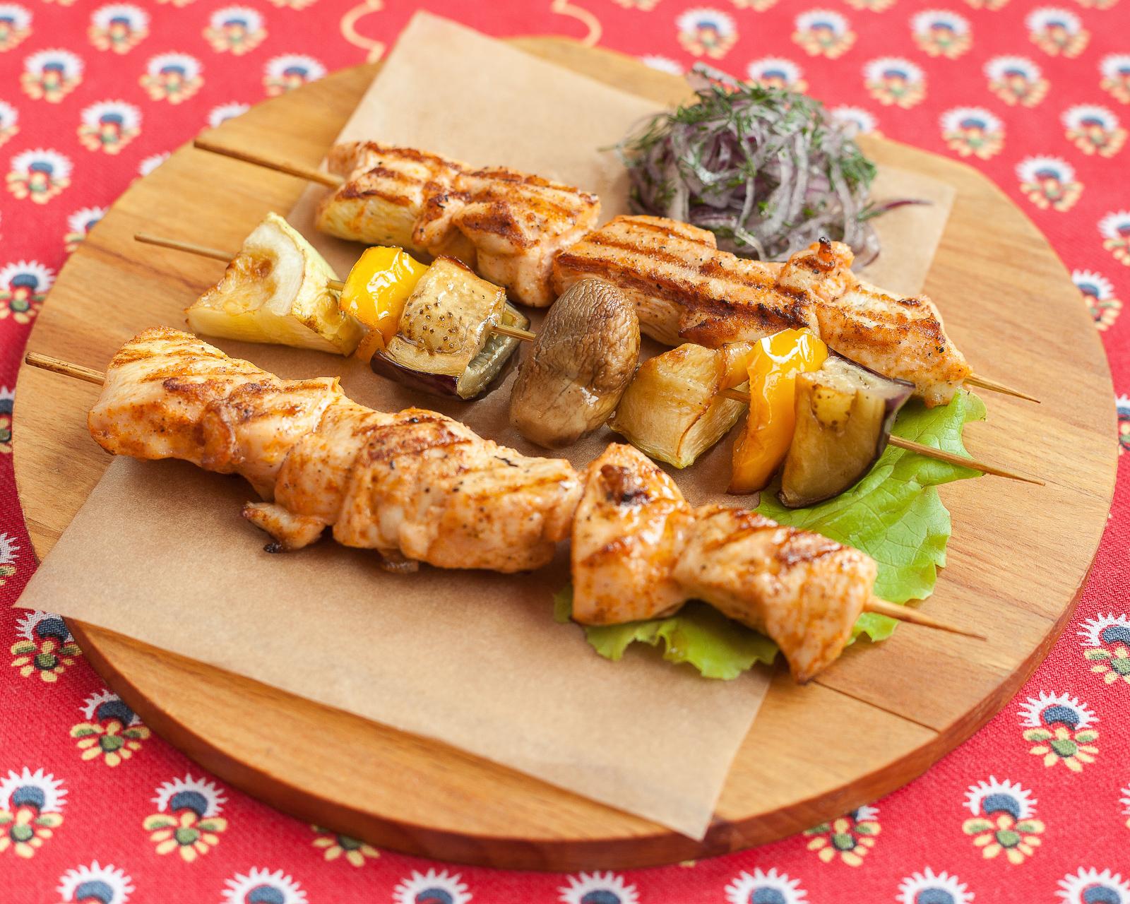 Шашлычки из куриного филе с овощами