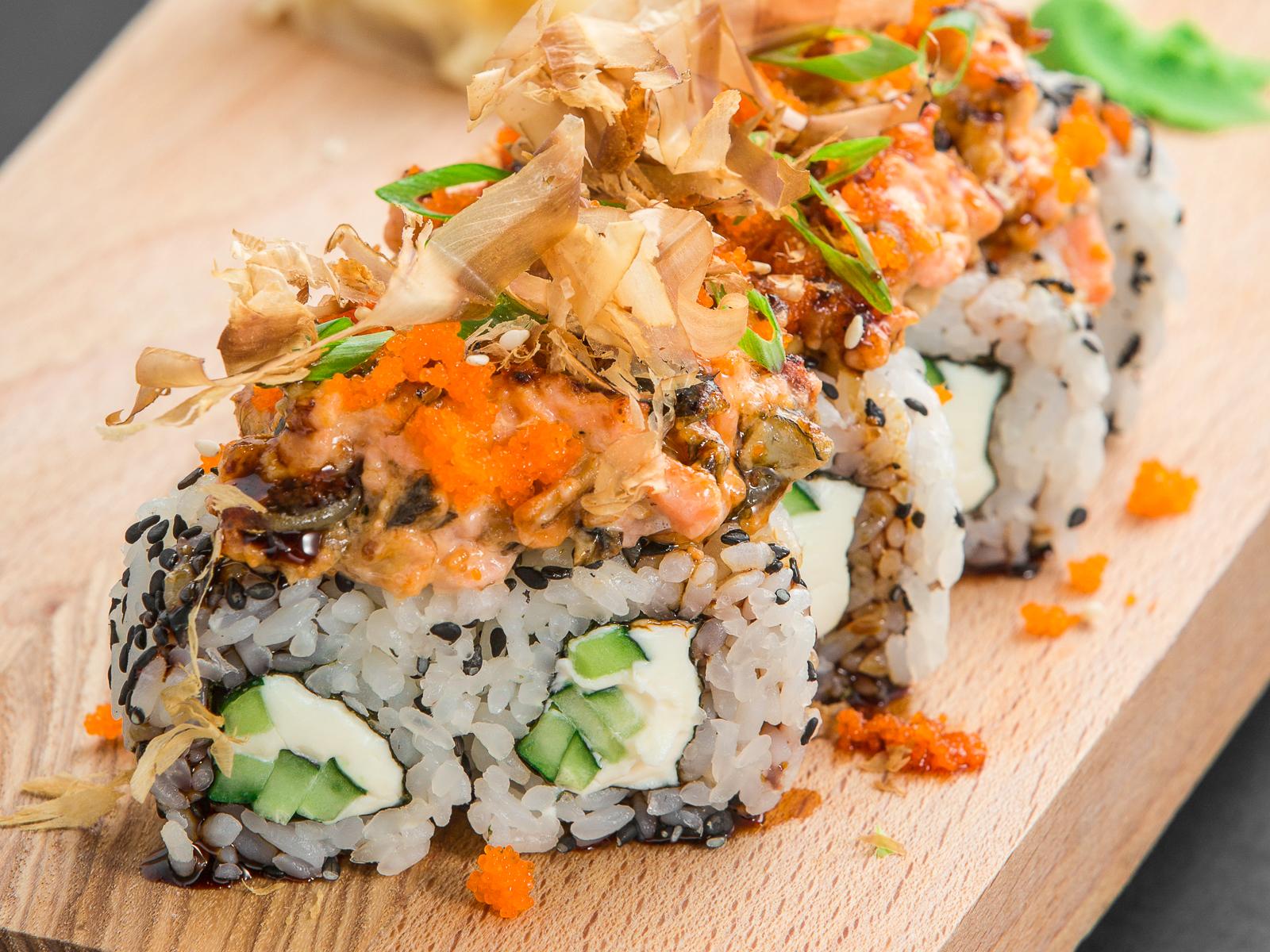 Запеченный ролл с морепродуктами