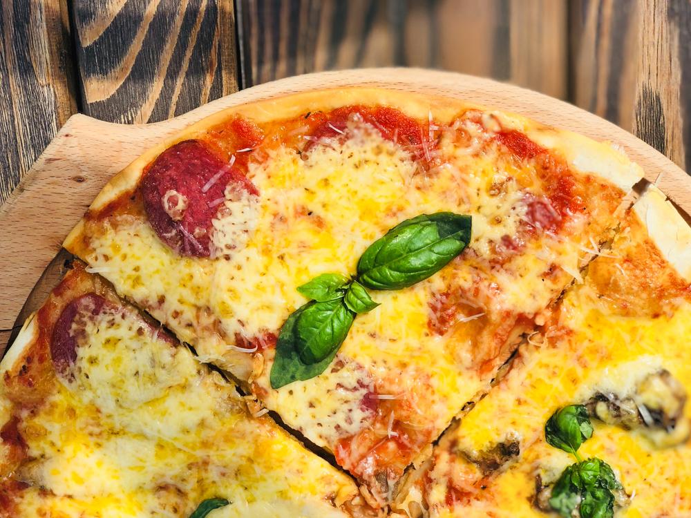 Пицца с итальянской пепперони