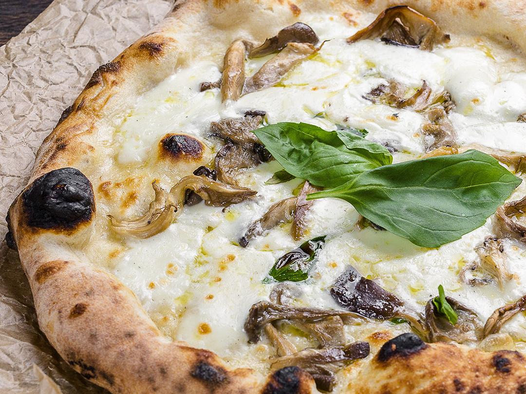 Пицца неаполитанская Фунги с трюфельным маслом